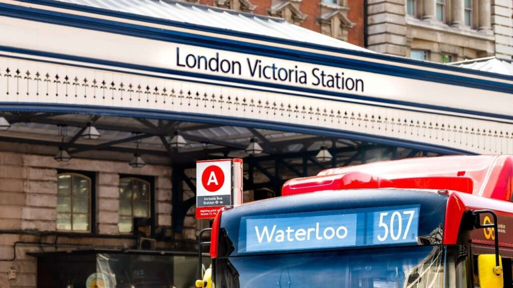 London Victoria Station - How To Get From Gatwick Airport to Knightsbridge